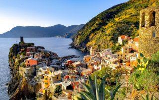 vista panoramica su uno dei villaggi delle Cinque Terre
